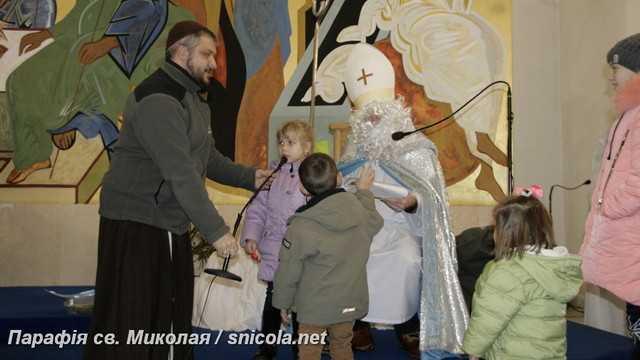 Святий Миколай, ти до нас завітай …